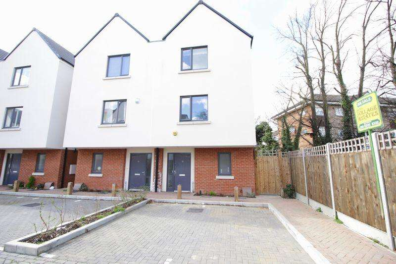 4 Bedrooms Semi Detached House for sale in Kingsgrove Close, Sidcup, DA14 6FG