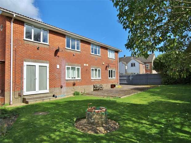 1 Bedroom Flat for sale in Sea View Road, Parkstone, POOLE, Dorset