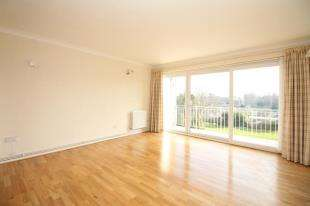 3 Bedrooms Flat for sale in Courtlands, 17 Court Downs Road, Beckenham, .