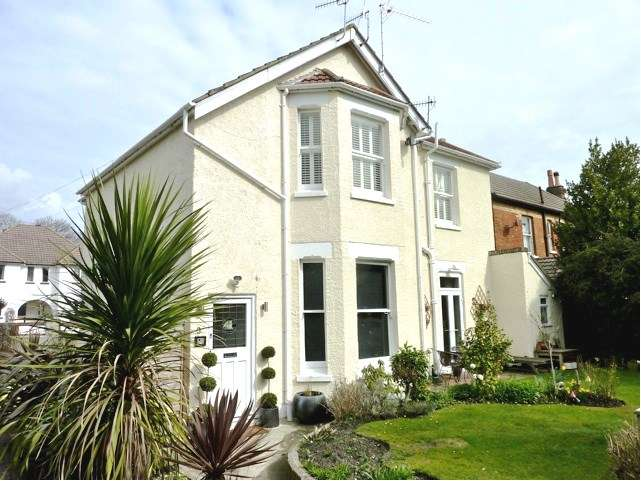 3 Bedrooms Apartment Flat for sale in Ashley Cross, Lower Parkstone, Poole BH14
