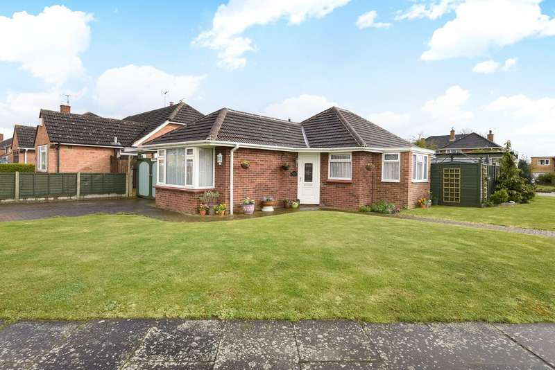 2 Bedrooms Detached Bungalow for sale in Benhall