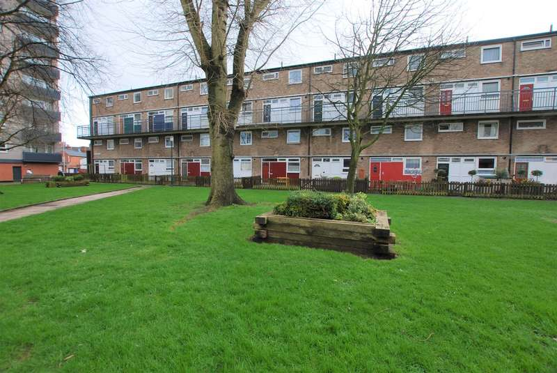 3 Bedrooms Maisonette Flat for sale in Wellington Place, Chester
