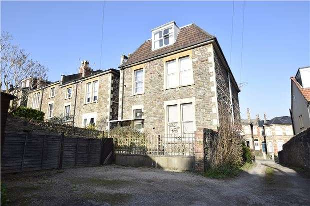 2 Bedrooms Flat for sale in Beaconsfield Road, Clifton, BRISTOL, BS8 2TS