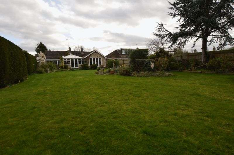 4 Bedrooms Detached Bungalow for sale in Allerton Garth, Alwalton