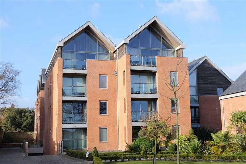 3 Bedrooms Penthouse Flat for sale in Holcroft House, Fairlawn Road, Lytham