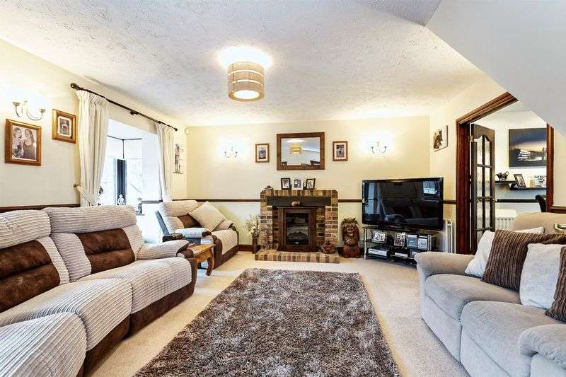 4 Bedrooms Detached House for sale in Heritage Park, Basingstoke