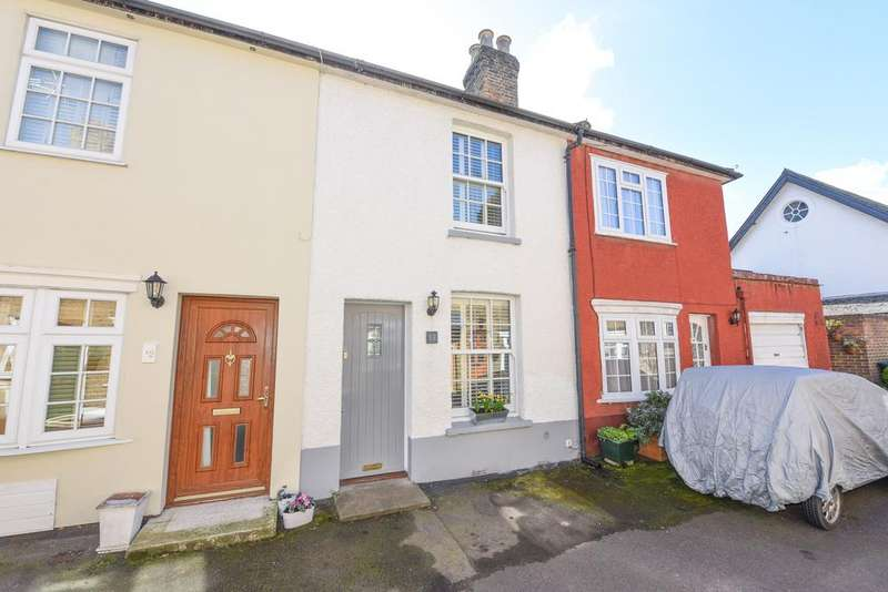 2 Bedrooms Terraced House for sale in Beech Road, Weybridge KT13