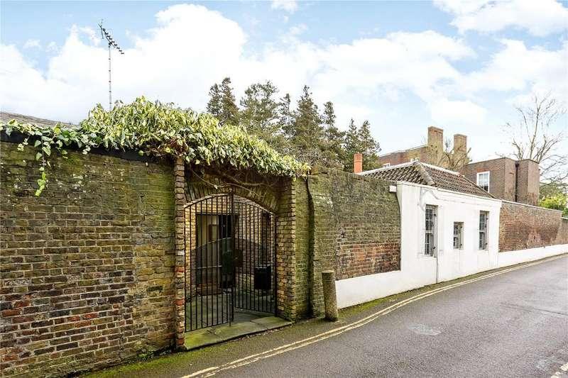 4 Bedrooms Detached Bungalow for sale in River Lane, Richmond, Surrey, TW10