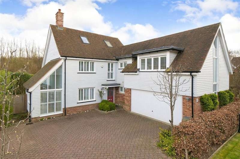 5 Bedrooms Detached House for sale in Shoesmith Lane, Kings Hill, ME19 4FF
