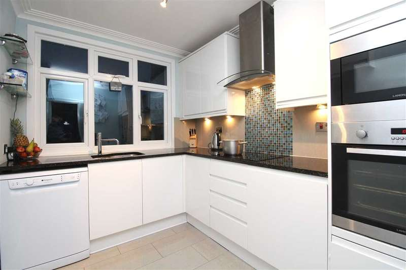 2 Bedrooms Maisonette Flat for sale in Leigh on Sea