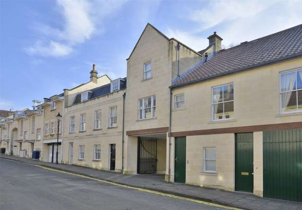 2 Bedrooms Maisonette Flat for sale in 63 Circus Mews, Bath