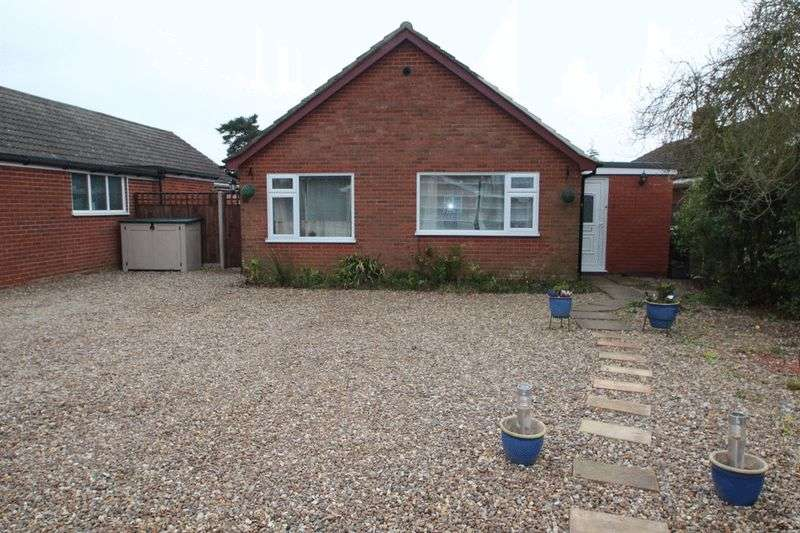 3 Bedrooms Detached Bungalow for sale in Blofield Heath, NR13