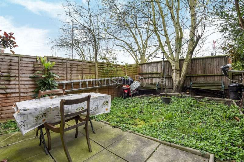 3 Bedrooms Ground Maisonette Flat for sale in West Green Road, London