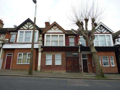 Flat for sale in Westcliff-On-Sea, Essex, England