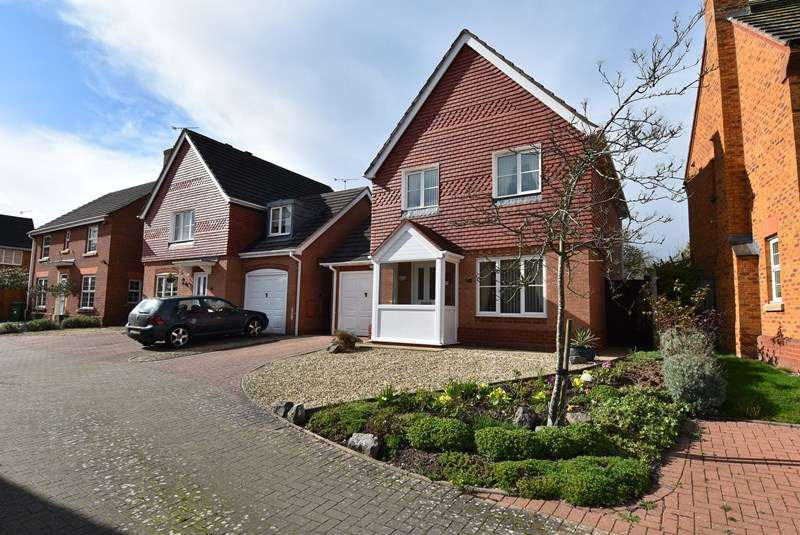 3 Bedrooms Detached House for sale in Nightingale Close, Droitwich