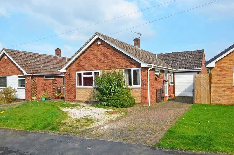 3 Bedrooms Detached Bungalow for sale in Wolsey Road, Woodlands, Rugby