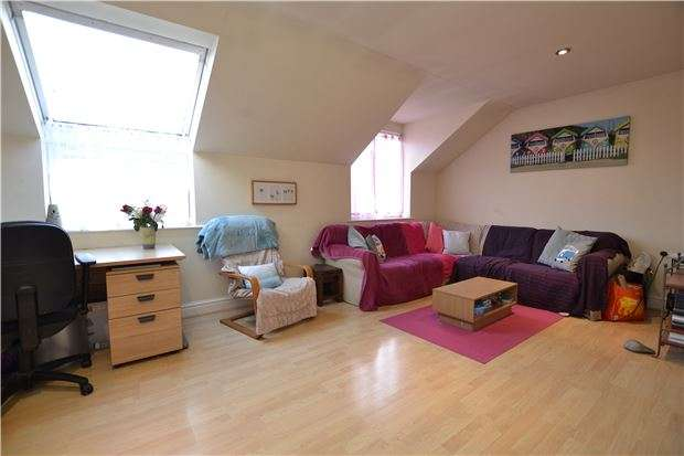 2 Bedrooms Flat for sale in High Street, Twerton, BATH, Somerset, BA2 1DB