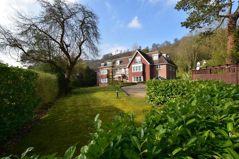 2 Bedrooms House for sale in Beech Road, Reigate
