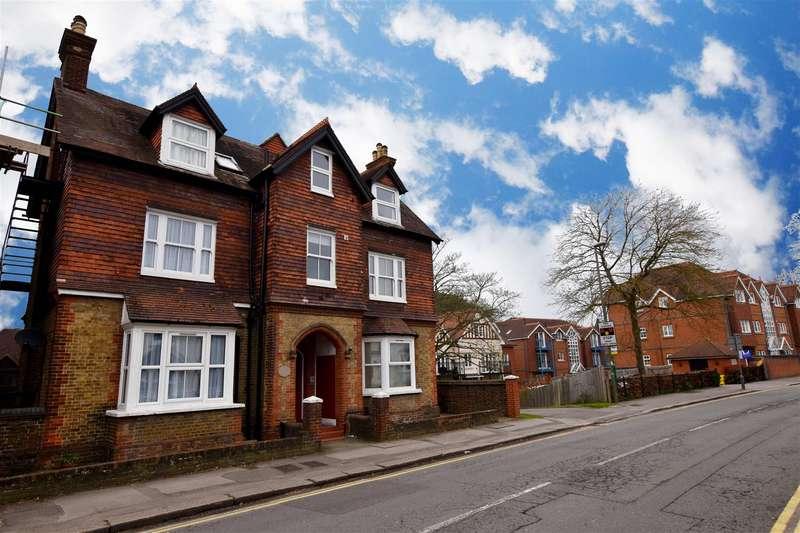 2 Bedrooms Maisonette Flat for sale in Croydon Road, Reigate