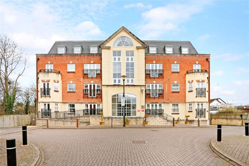 2 Bedrooms Flat for sale in Elmers Court, Post Office Lane, Beaconsfield, HP9