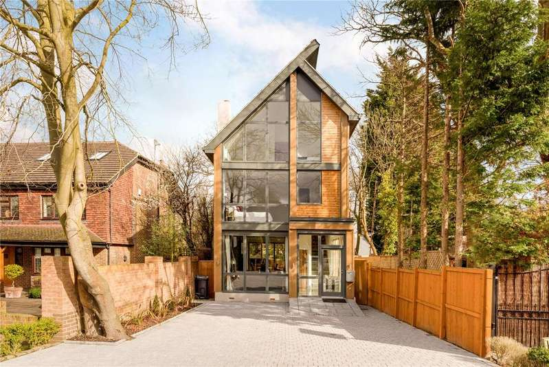 4 Bedrooms Detached House for sale in Oakwood Close, Chislehurst, Kent, BR7
