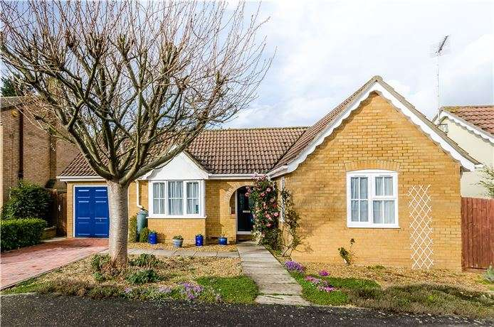 2 Bedrooms Detached Bungalow for sale in Hinton View, Haddenham, Ely