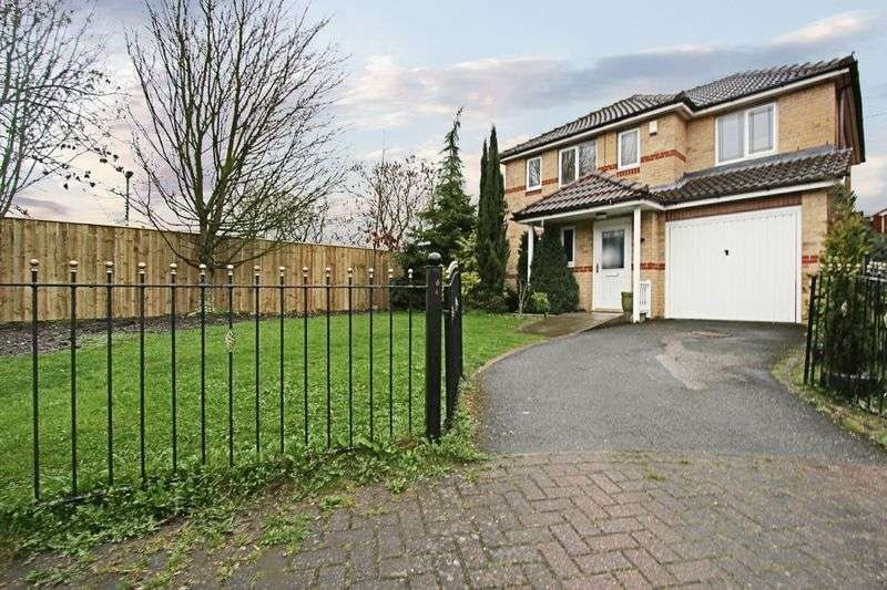4 Bedrooms Detached House for sale in Kelberdale Close, Kingswood