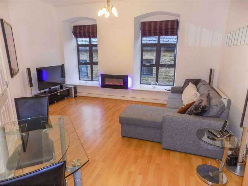 2 Bedrooms Flat for sale in Kiers Court, Horwich, Bolton, Lancashire