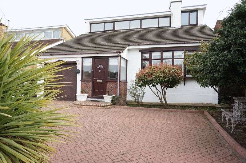 4 Bedrooms Detached House for sale in Downer Road, Benfleet