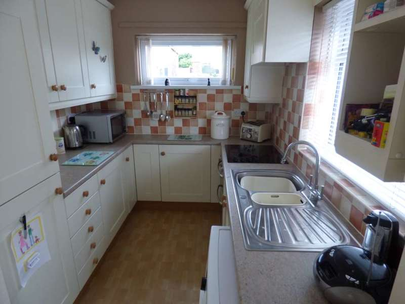 3 Bedrooms Semi Detached Bungalow for sale in The Fairway, Saltburn By The Sea
