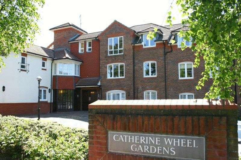 2 Bedrooms Flat for sale in Catherine Wheel Gardens, Christchurch