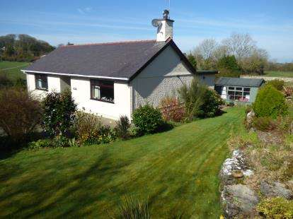 2 Bedrooms Bungalow for sale in Tynygongl, Benllech, Anglesey, North Wales, LL74
