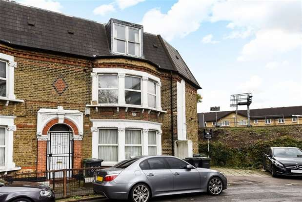 2 Bedrooms Flat for sale in Trundleys Road, London