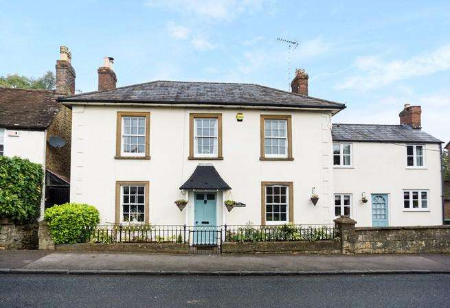 3 Bedrooms Link Detached House for sale in Yeovil Road, Sherborne