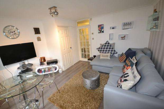 2 Bedrooms Terraced House for sale in Chestnut Close, London, SW16