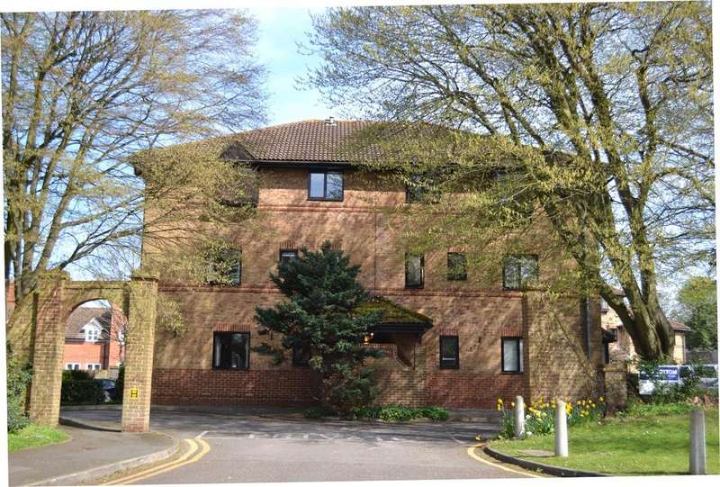 2 Bedrooms Apartment Flat for sale in St Swithins Court, Polehampton Close, Twyford, Berkshire, RG10