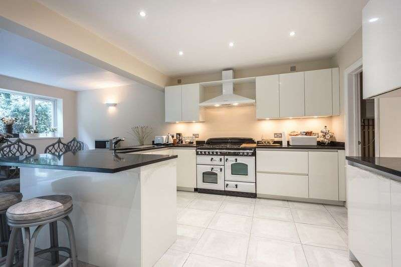 5 Bedrooms Semi Detached Bungalow for sale in Harpesford Avenue, Virginia Water