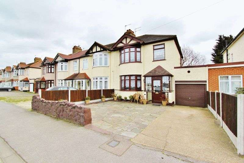 3 Bedrooms Semi Detached House for sale in Eastern Avenue East, Romford, RM1