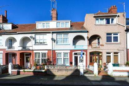 4 Bedrooms Terraced House for sale in Victoria Avenue, Llandudno, Conwy, North Wales, LL30