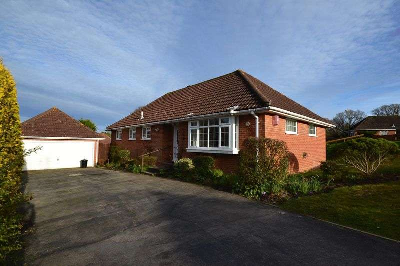3 Bedrooms Detached Bungalow for sale in Hythe, Southampton
