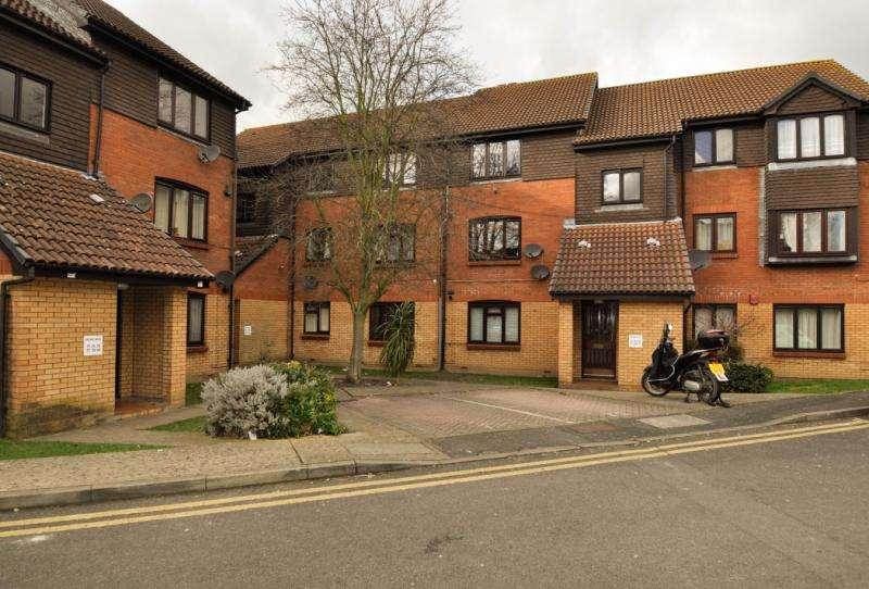 2 Bedrooms Flat for sale in Kipling Drive, London, SW19