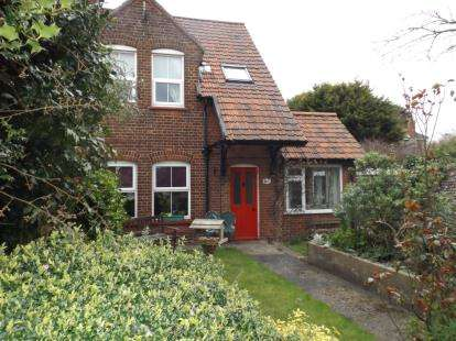 3 Bedrooms End Of Terrace House for sale in High Street, East Runton, Cromer