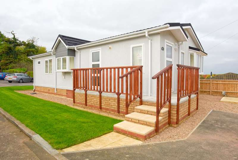 2 Bedrooms Park Home Mobile Home for sale in BP1065, Blisworth, Northants, NN7 3DS