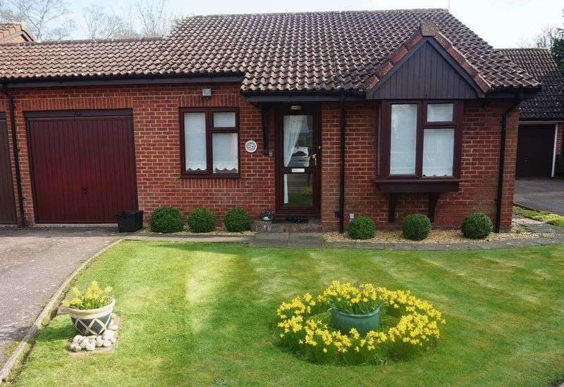 2 Bedrooms Bungalow for sale in Banstead Village