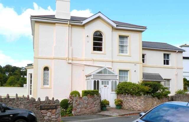 2 Bedrooms Flat for sale in Lower Errith Road, Torquay, Devon, TQ1 2PX