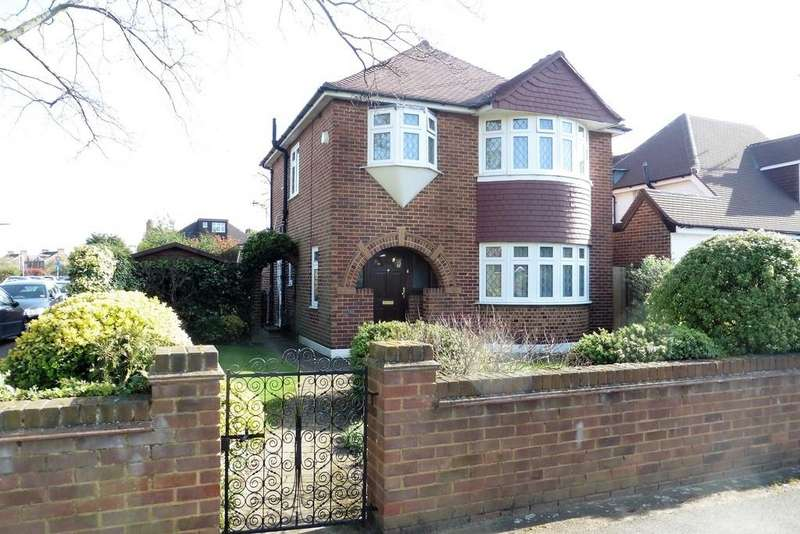 3 Bedrooms Detached House for sale in Ashford Crescent, Ashford, TW15