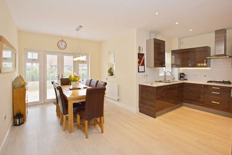 4 Bedrooms Detached House for sale in Catchpin Street, Buckingham, Buckinghamshire, MK18