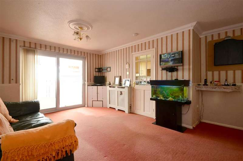3 Bedrooms Bungalow for sale in Copperfields, Lydd, Kent