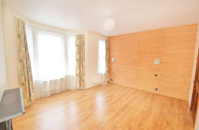 3 Bedrooms Semi Detached House for sale in Crofton Road, London, E13 8QS