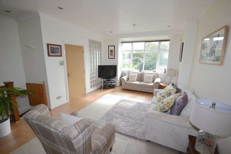 2 Bedrooms Flat for sale in Feversham Avenue, Queens Park, Bournemouth